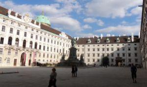 Wenen 003 Hofburg In der Burg