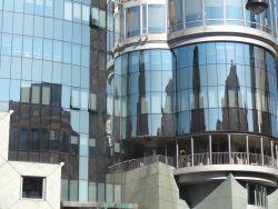 Wenen 047 Haas Haus spiegelbeeld Stephansdom