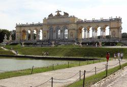 Wenen 116 Schonbrunn Gloriette, een monument voor de soldaten die hun leven voor het keizerrijk hadden gegeven