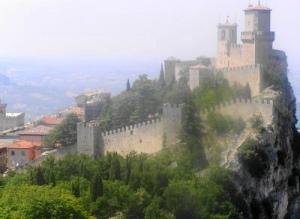 043 San Marino  1e tower Guaita x