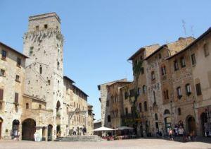047 zomer 2008 San Gimignano1 piazza della Cisterna x