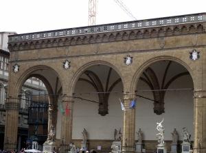 149 Florence Loggia dei Lanzi te vinden in deze openbare beeldengalerij staan enkele van de beroemdste beeldhouwwerken ter wereld.
