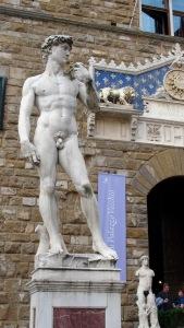 155 Florence Voor het Palazzo Vecchio staat de David van Michelangelo, misschien wel het bekendste en meest gefotografeerde beeld ter wereld.