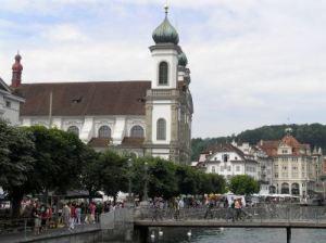 177 zomer 2008 Luzern Kapellebrucke en Jesuitenkirche x