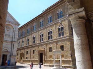 2012 116 Pienza Piazza PioII Palazzo Piccolomini
