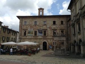210 Montepulciano, Piazza Grande,