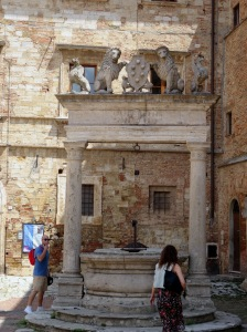 215 Montepulciano, Piazza Grande