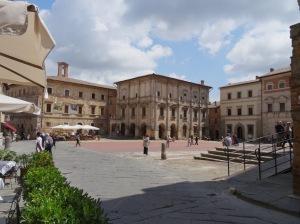 216 Montepulciano, Piazza Grande, Palazzo vanaf de zijkant
