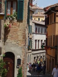 223 Montepulciano we dalen op de hoofdsraat Corso saf