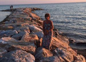 257 Mareblu Anita in haar lange jurk