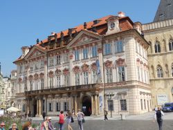 047 Oude stadsplein, Staromestske namesti, Paleis Kinsky, Palac Kinskych nu is het ingericht met stukken uit de Nationale Galerie