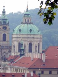 110 St Nicolaskerk. In de toren zat observatiepost Kajka, die vooral werd gebruikt om de  Am. ambassade in de gaten te houden