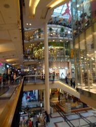 152 Winkelcentrum Palladium aan de Namesti Republiky met 180 winkels, 20 restaurants, 5 verdiepingen