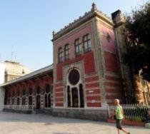 ist 139  Treinstation Sirkeci, het roze voormalige station vd fameuze Orient Express
