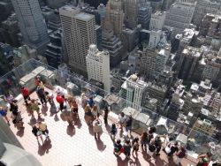 060 Rockefeller27 top van de rots laagste platform