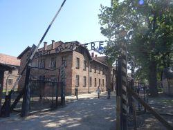 064-auschwitz-1940-1945-arbeit-macht-frei